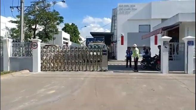 Cổng xếp inox 304, cửa cổng xếp tự động Lan Bùi lắp tại Bình Dương