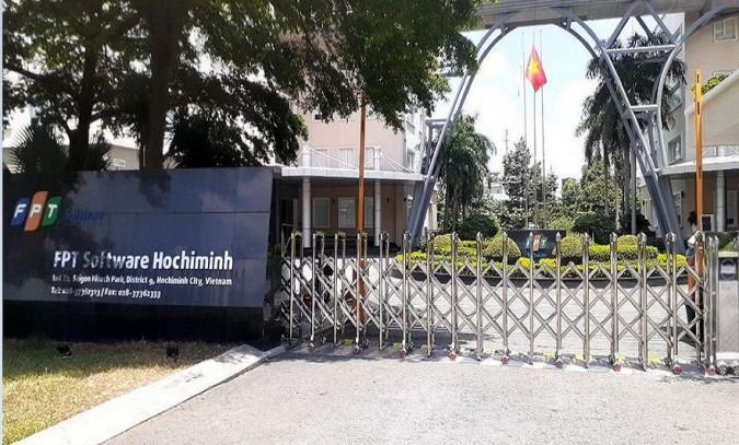 Cổng xếp inox LBSKY nhập khẩu lắp tại Hồ Chí Minh